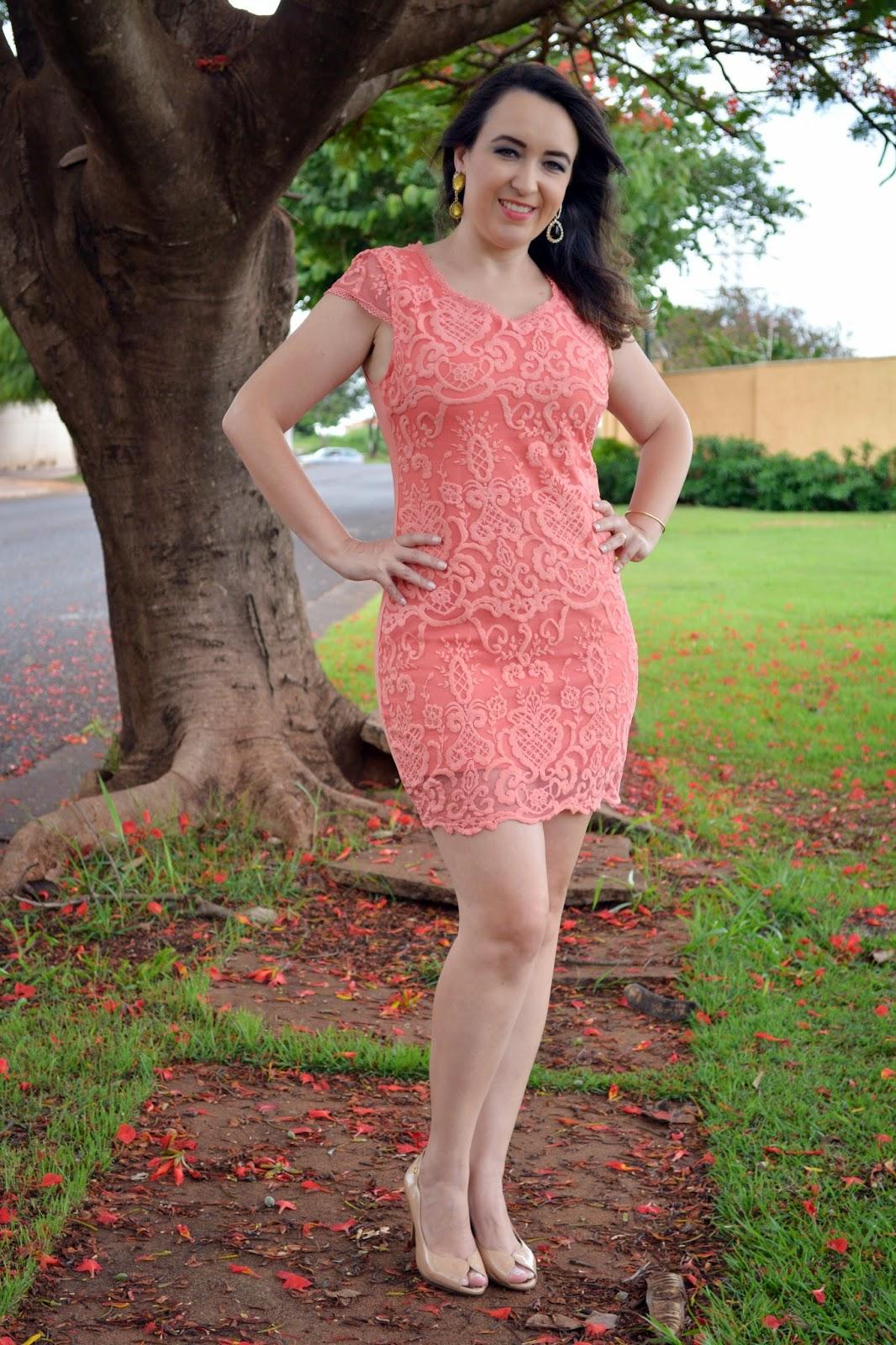 vestido coral de renda, vestido para o natal, vestido para ano novo, lalilu modas, blog camila andrade, blog de moda de ribeirão preto, fashion blogger, fashion blogger em ribeirão preto, look do dia, inspiração