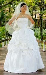 Gaun Putih B