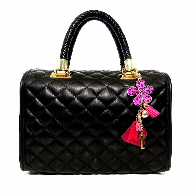 http://www.millenniumstar.it/ultime-novita/1193-your-bag-borsa-da-donna-in-pelle-nera-con-le-tue-iniziali.html