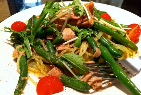 Peppery Spaghetti with Green Beans and Chicken