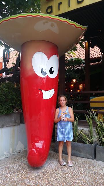 Macarena comiendo churros en Bali