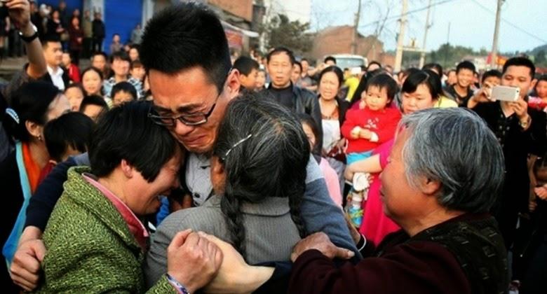 Diculik Selama 25 Tahun, Pria ini Pulang Kembali ke Orang Tuanya