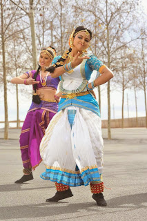 Amala-Paul-Traditional-Dancing-Stills-in-White-Saree