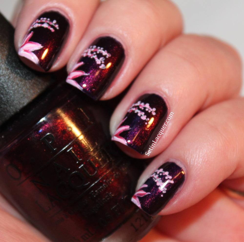 floral nail art - Light flowers on a dark base