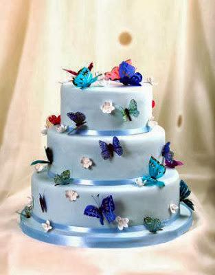 Tarta azul con mariposas