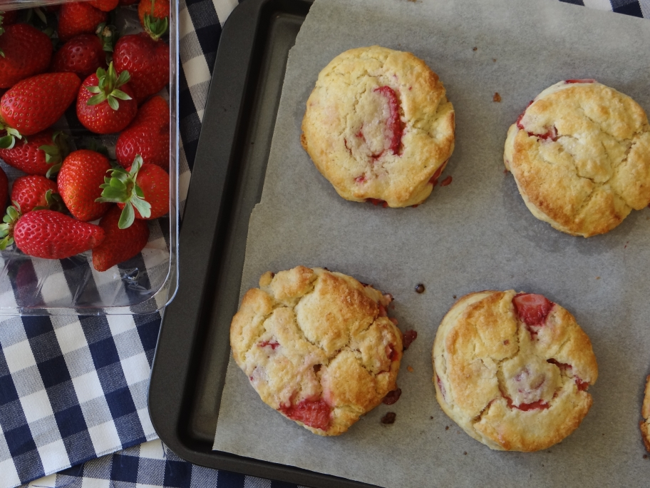 Words & Cake | Bake, Eat, Write, Read: Strawberry and Cream Biscuits