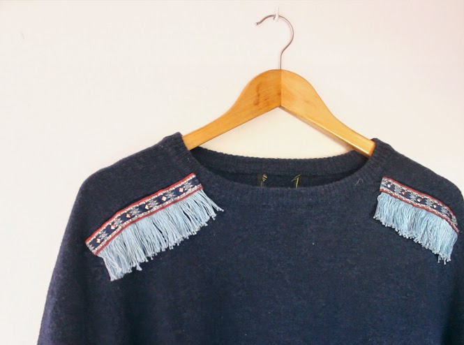 http://curlymade.blogspot.pt/2015/03/diy-fringe-trim-sweater-update.html