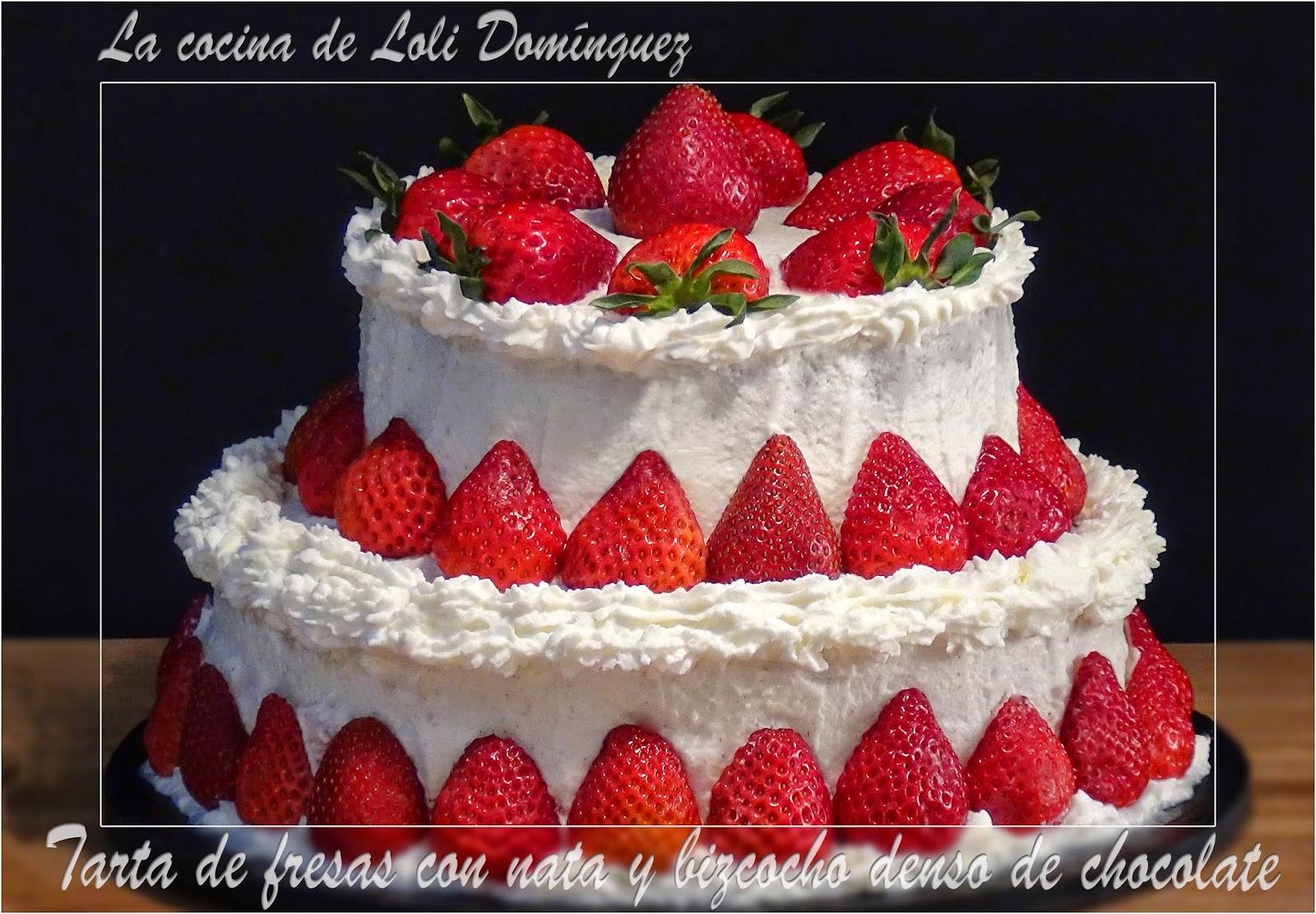 Tarta de fresas con nata y bizcocho denso de chocolate