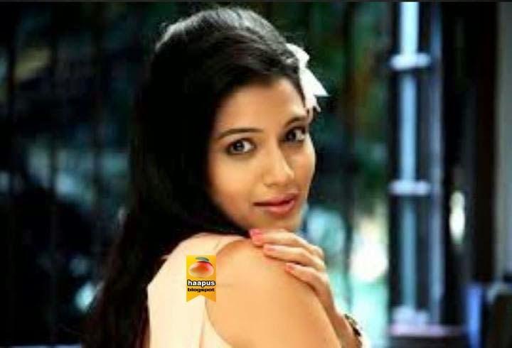 urmila kanitkar lovely pics cute marathi actresses