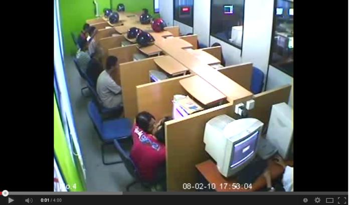 CCTV Kantoi COMOLOT Sakan Dalam Kafe Siber