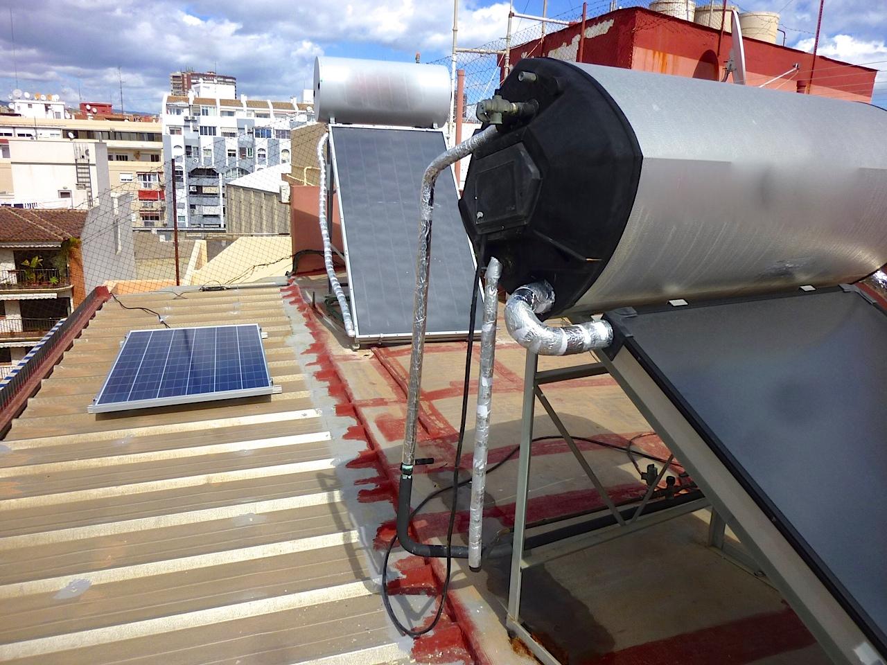 Jard n solar autoconsumo solar realmente funciona for Puedo poner placas solares en mi casa