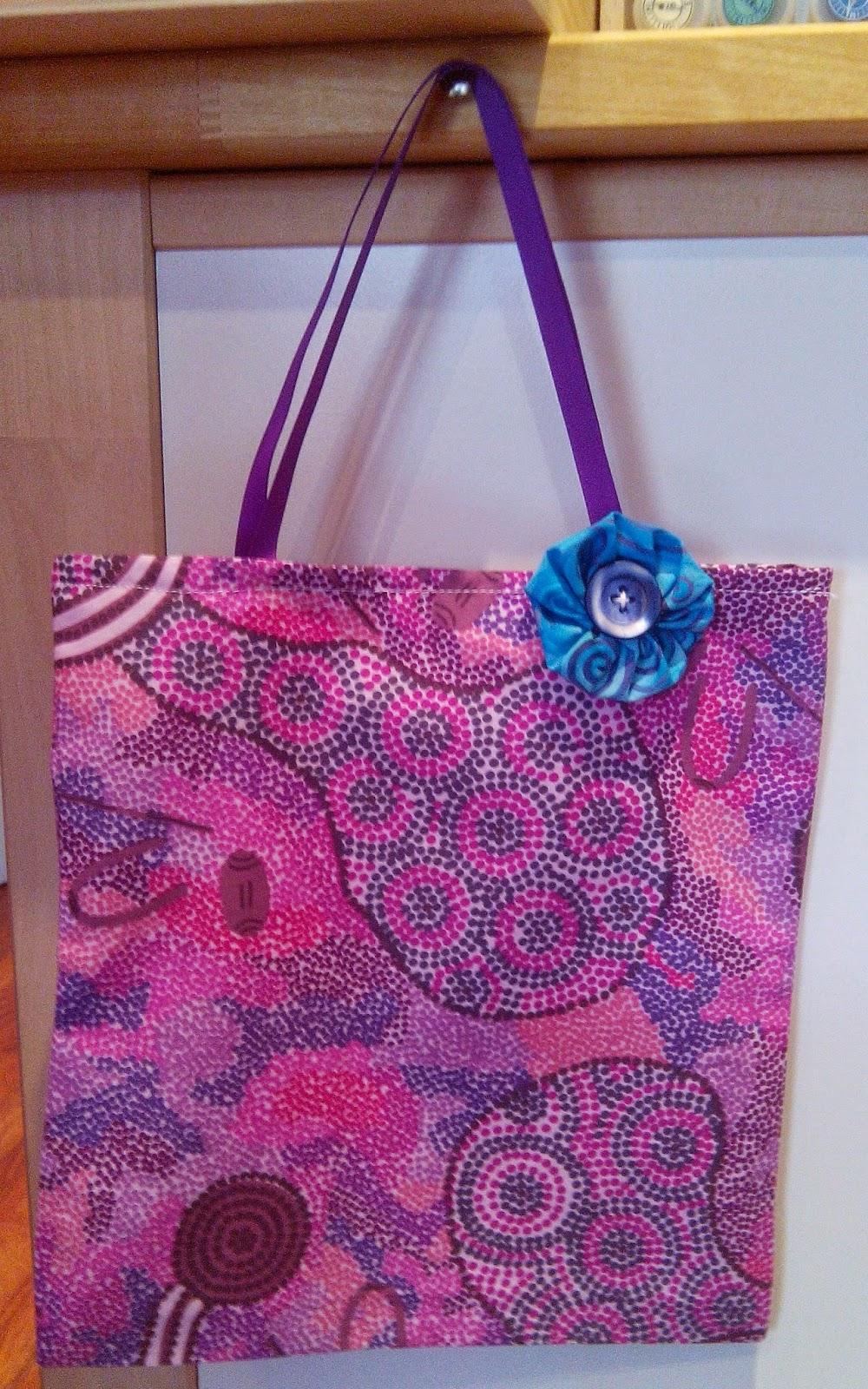 Couture en atelier sac tote bag rose et fleur bleue