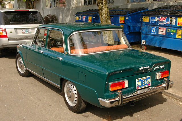 1967-Alfa-Romeo-Giulia-Super-Berlina-Sedan-trunk.