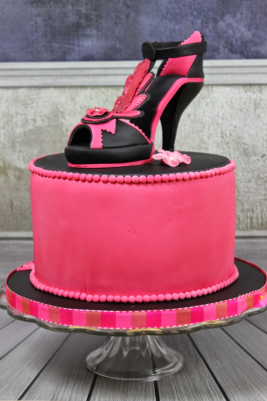brigittes tortendesign high heels mit torte in pink. Black Bedroom Furniture Sets. Home Design Ideas