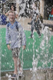 SatCap-son-funny-caption-Bristol-fountain