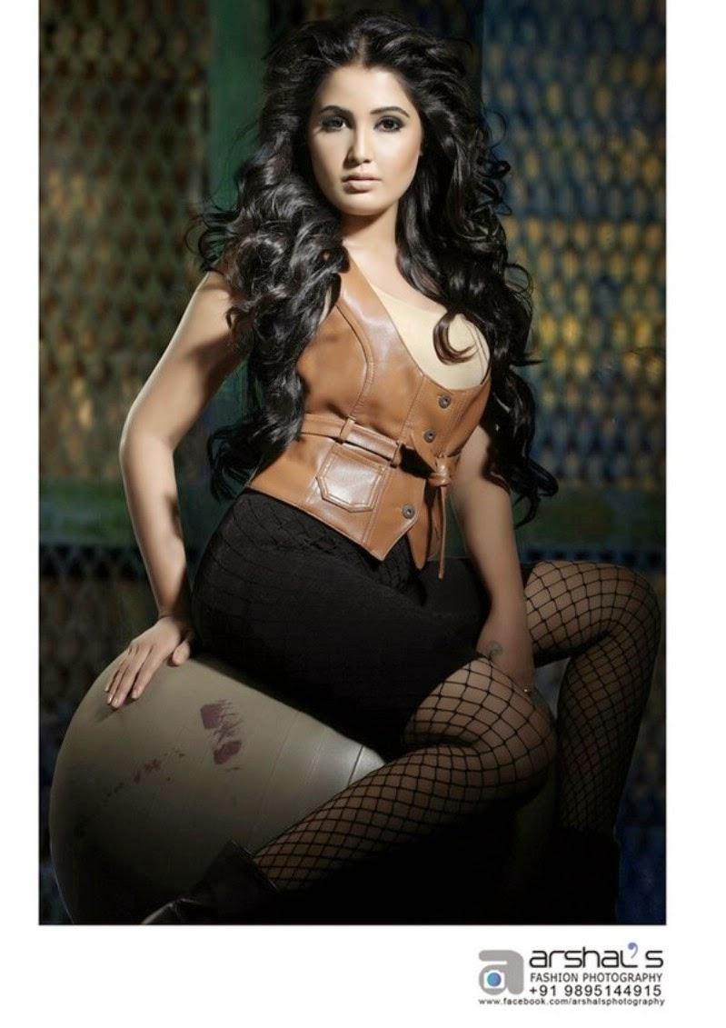 Sandra hot