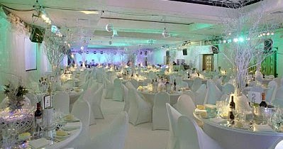 Decoraci n de bodas salones decorados de blanco - Salones decorados en blanco ...
