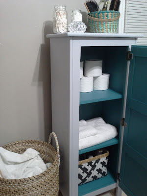 Organizing bathroom cabinet