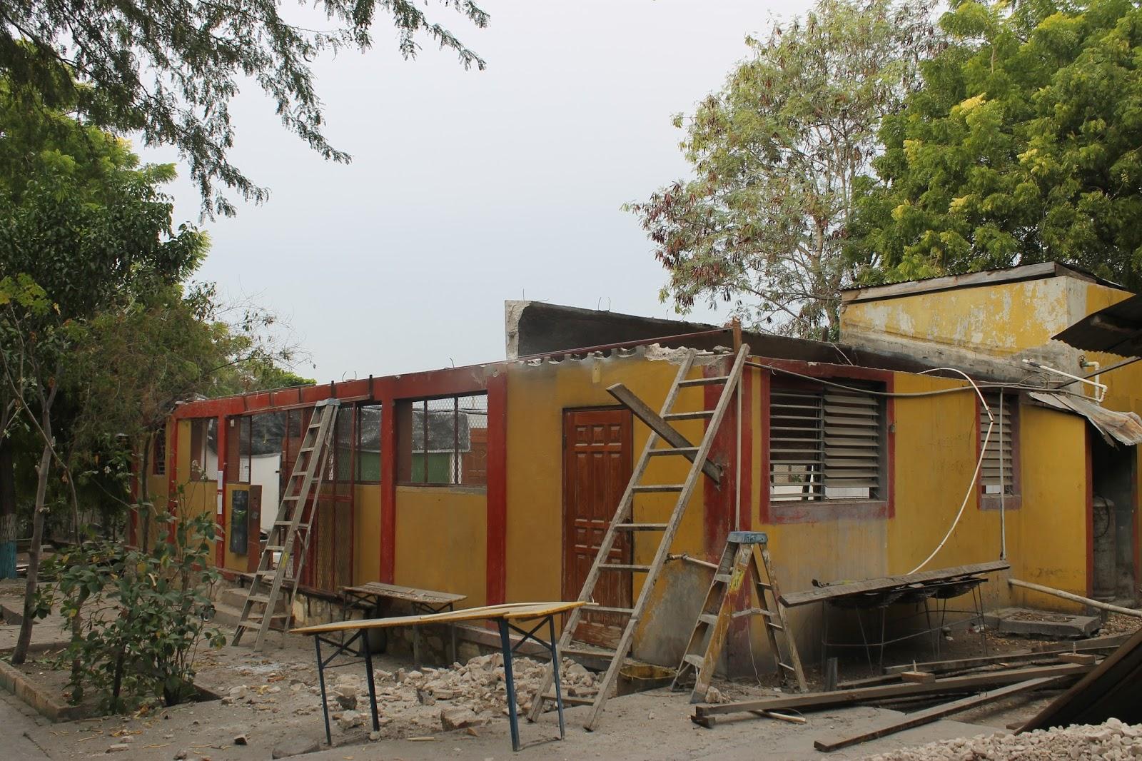 habitat ht familie wittmer in haiti dachsanierung als vorbereitung f r die solarzellen. Black Bedroom Furniture Sets. Home Design Ideas