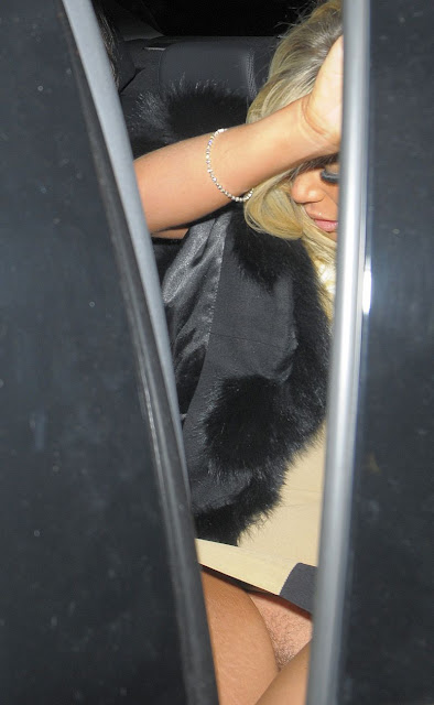 Frankie Essex Hairy Pantyless Upskirt Photos