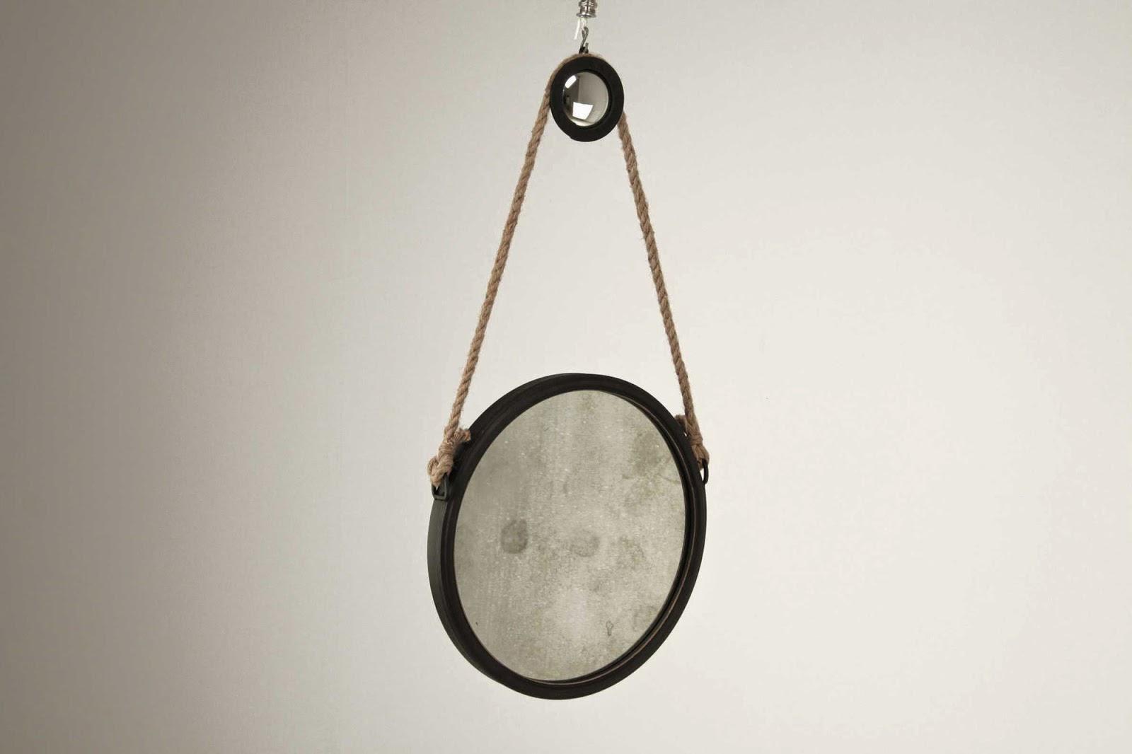 http://www.portobellostreet.es/mueble/34261/Espejo-circular-siglo-XX-peque%C3%B1o