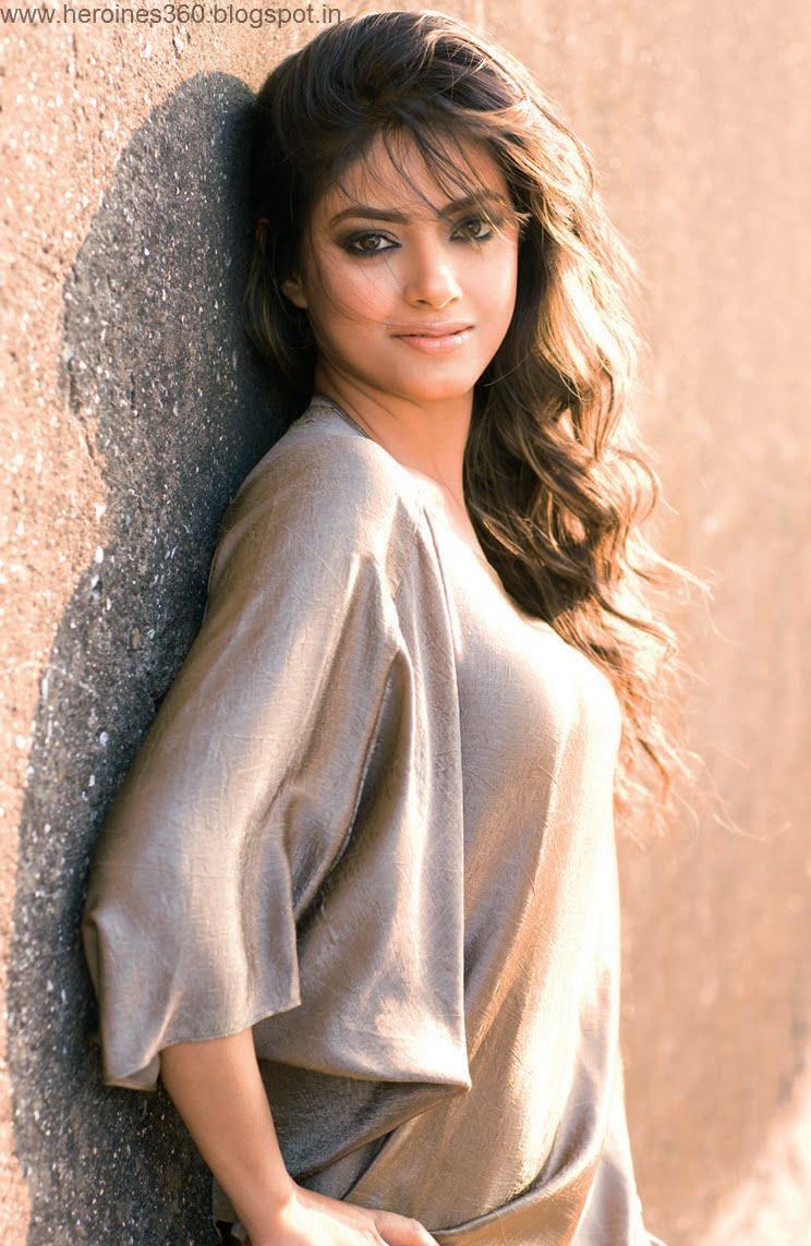 Meera Chopra Hot Images