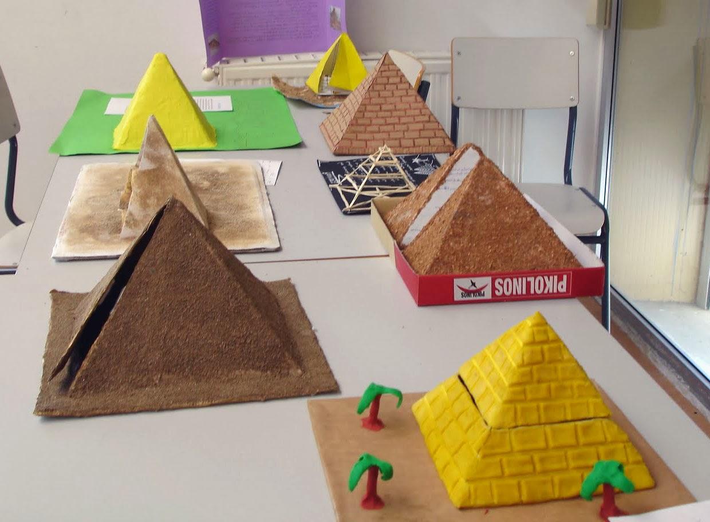 distintos modelos de piramides de Guiza