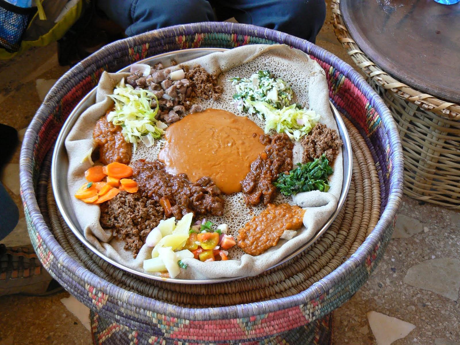 plat traditionnel sur galette de Tef