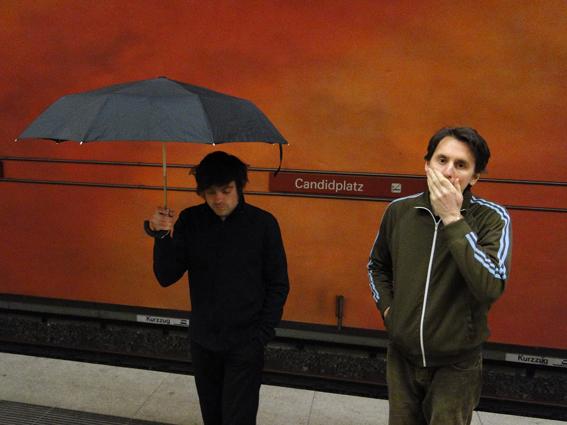 http://1.bp.blogspot.com/-s2Opjwyvx10/UHdW5gsPnBI/AAAAAAAAALI/e5nKTmgVxGE/s1600/umbrella+ubahn+web.jpg