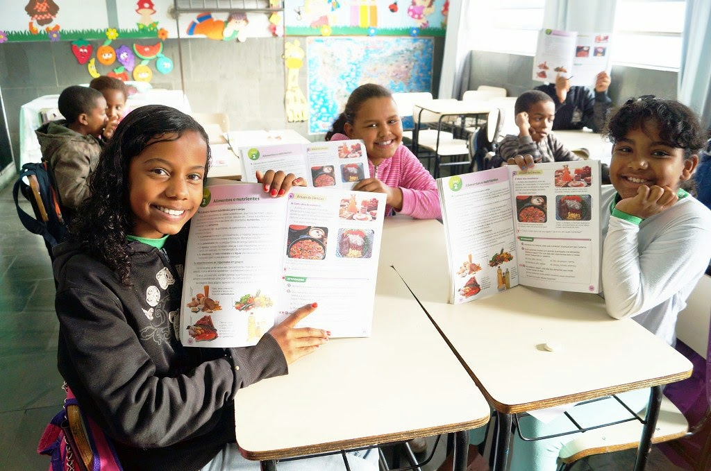 Os livros didáticos também foram utilizados com instrumentos na Semana da Educação Alimentar