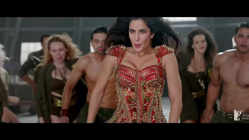 Katrina kaif hot in red dress in dhoom 3, katrina kaif in tight dress
