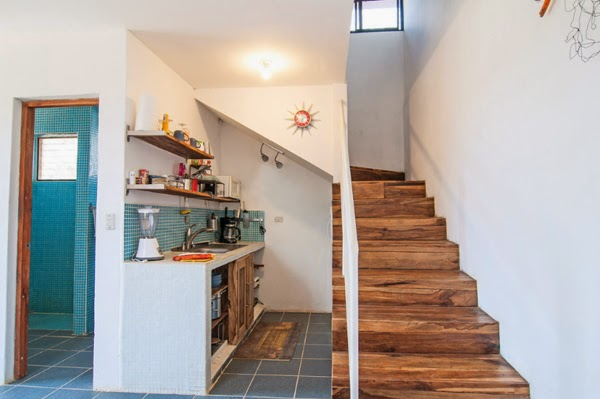 Una cocina debajo de las escaleras for Kitchen ideas under stairs