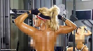 Coco Austin Nyaris Bugil Sambil Pakai Stiletto di Gym