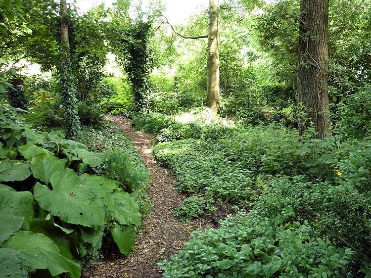 In zijn huidige staat is de tuin zou0026#39;ntien jaar oud. De bostuin bestond ...