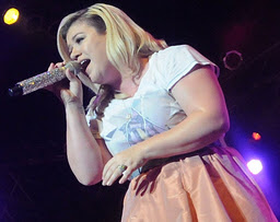 Kelly Clarkson,plus-sized,plump,chubby,cuddly,fat,overweight