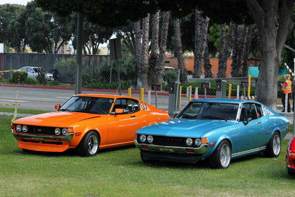 galeria zdjęć, samochody z Japonii, klasyczne, foto, Toyota Celica, pierwsza generacja, liftback, orange, blue, pomarańczowy, niebieski, przód, TA27, TA28, TA35, RA25, RA28, RA35, RA29