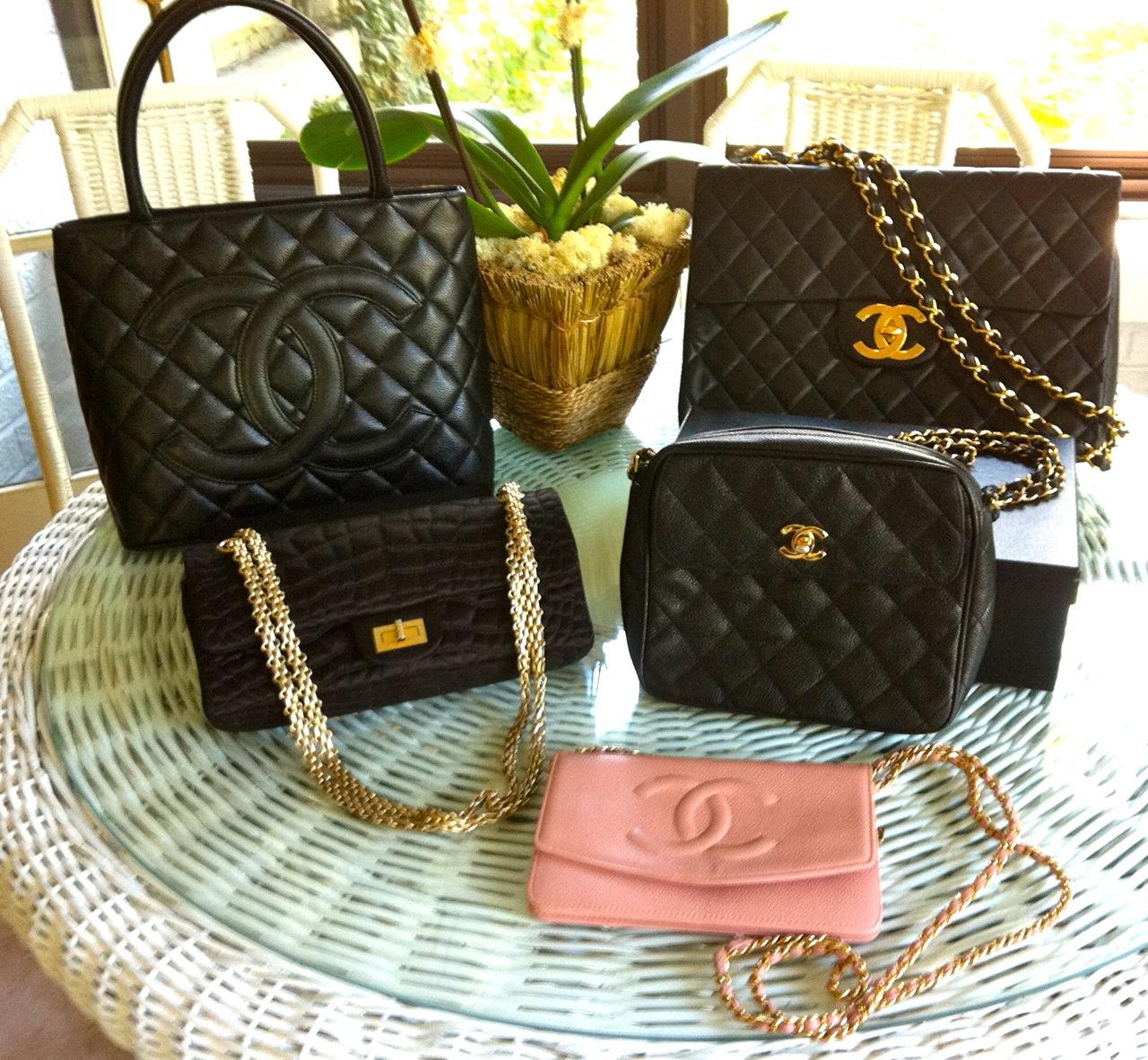 http://1.bp.blogspot.com/-s3quiAumVCk/Tl-jisZNz4I/AAAAAAAADMo/B6evwFy_bTc/s1600/beauty-boomer-Chanel-family-reunion-eBay-bags.jpg