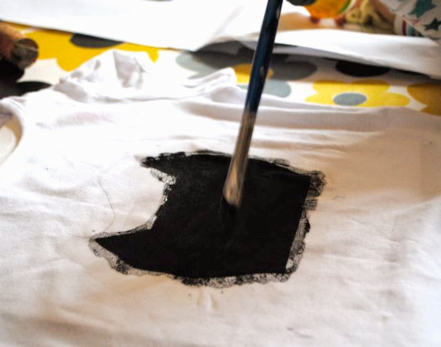 Fabric painting DIY cat stencil t-shirt