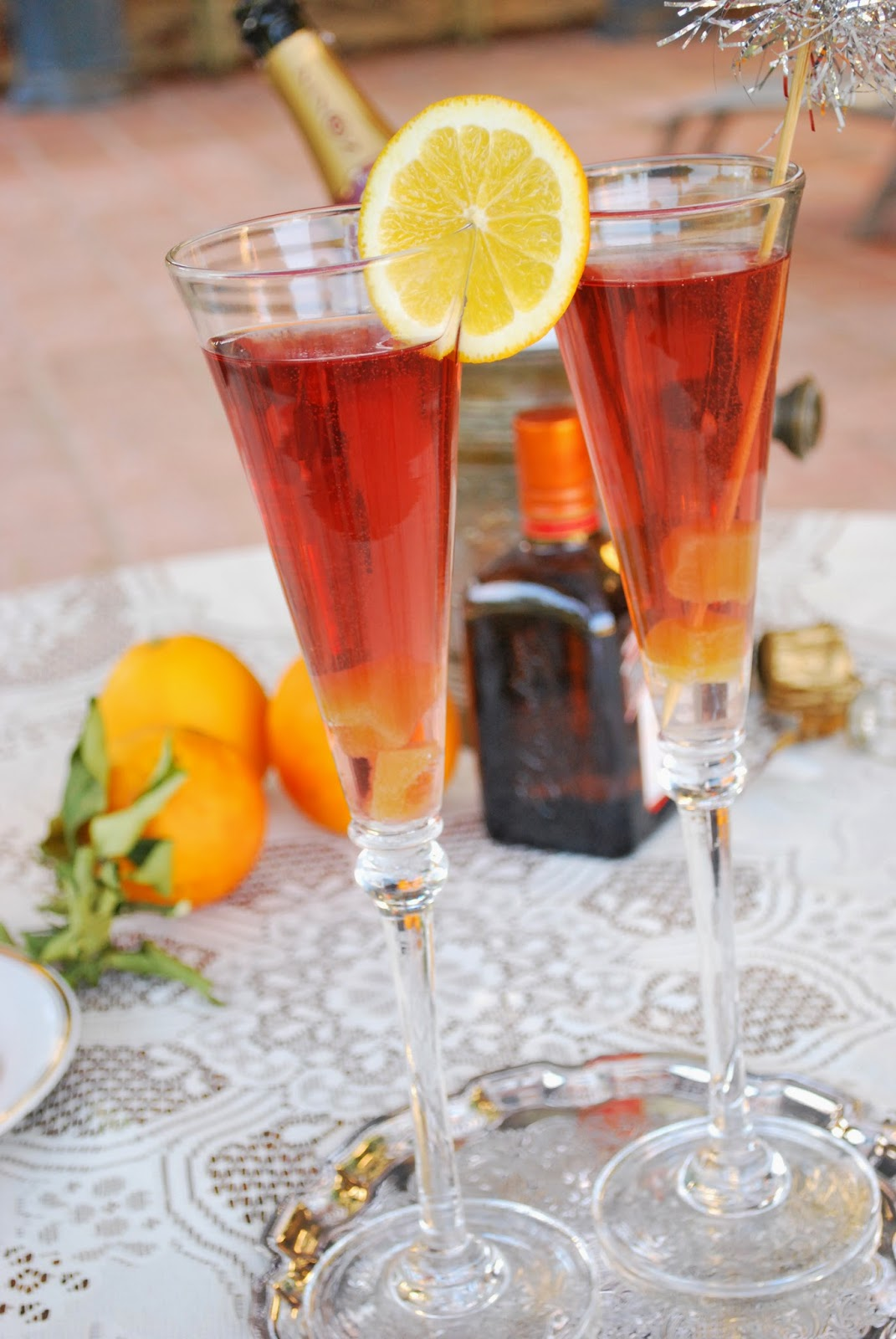 Celebrate any day of the week with this Ginger Cran-Orange Prosecco: a flavorful, colorful & bubbly cocktail!