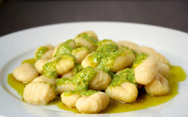 Νιόκι με πέστο φασκόμηλο, Gnocchi with sage pesto