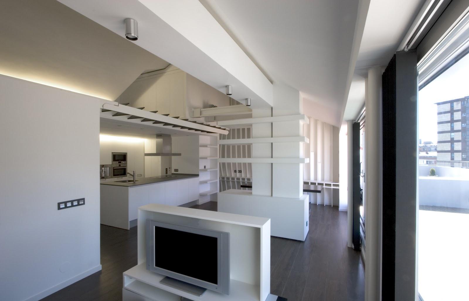 el vaciado total de todas las particiones interiores y la interior cerrando nicamente el dormitorio y el aseo y dejando el resto abierto