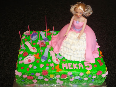 Barbie loves shoes cake