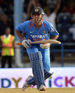 MS-Dhoni-45Runs-Final-India-vs-Srilanka-Tri-Series-2013