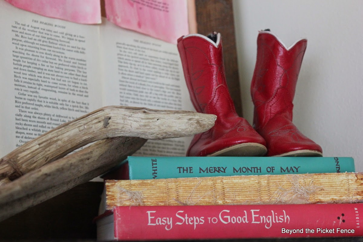 summer, red white an blue, old books, driftwood, cowboy boots, http://bec4-beyondthepicketfence.blogspot.com/2014/06/summer-mantel-old-faded-book-page-flag.html