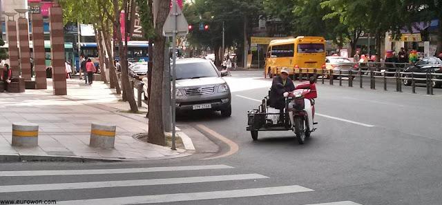 Moto coreana con plataforma para silla de ruedas