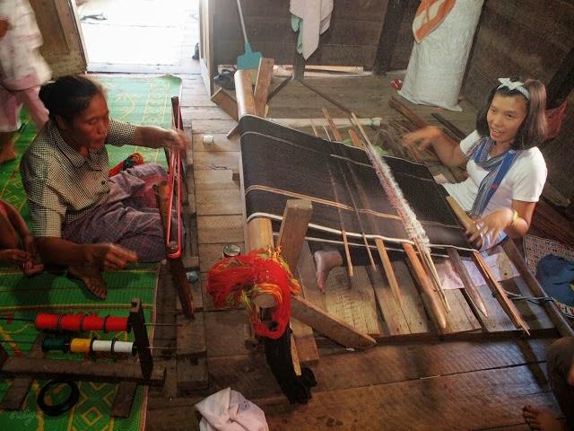 Proses belajar menenun bersama Inang Silalahi