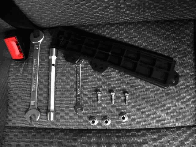 outlet store 2f38e ea6b9 De entrada hay que desmontar el pedal del acelerador, y aun así el pedal  del freno y la columna de la dirección estorban un poco.