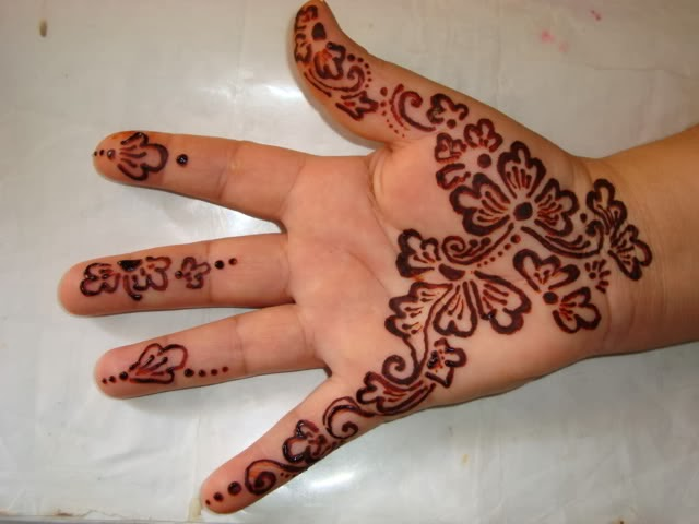Mehndi Designs For Girls : Little girls mehndi designs henna