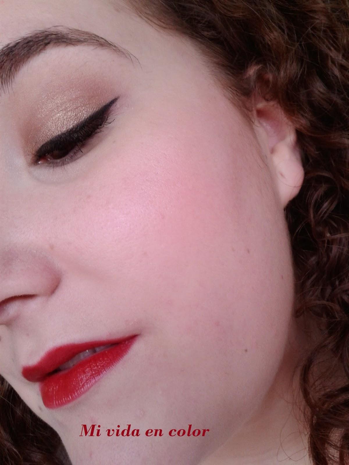 Look - maquillaje en dorado-navideño-labios-rojos-xmas-look-