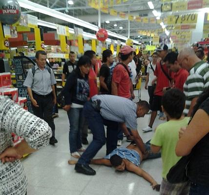 Ac est la hinchada colombia pelea de pandillas dentro - Almacen exito barranquilla ...